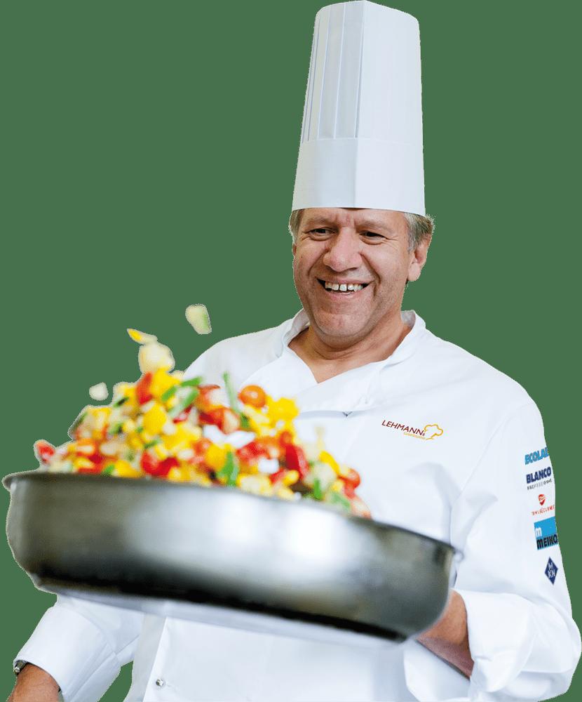 Koch Lehmann mit Pfanne